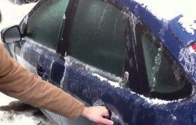 Три вещи, которые категорически нельзя оставлять в машине зимой